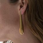 Joobee : Boucles d'oreilles asymétriques Lola de 4 Crosses portées