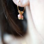 Joobee : boucles d'oreilles mini créoles rhodochrosite Fès de Petite Madame portées