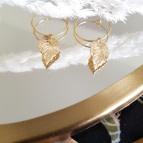 Joobee : boucles d'oreilles mini créoles feuille Carole de Ginandger