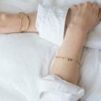 Joobee : bracelet petites pampilles ovales Elsa de 4 Crosses porté