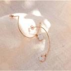Joobee : Boucles d'oreilles créoles demi lunes Opale par Gisel b.