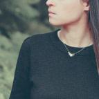 Joobee : collier petites pampilles rondes Iniziali de Amoodz porté