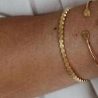 Joobee : bracelet jonc ouvert Pastilles de Léone porté