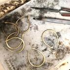 Joobee : Boucles d'oreilles créoles asymétriques serpent Eden de 4 Crosses atelier