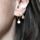 Joobee : boucles d'oreilles mona de Petite Madame portées