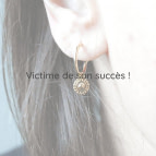 Joobee : boucles d'oreilles Gina de Petite Madame portées
