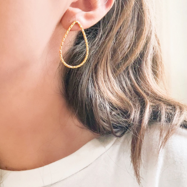 Joobee : boucles d'oreilles Goutte de Helles portées