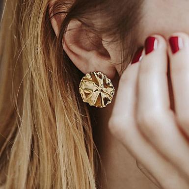 Joobee : Boucles d'oreilles puces or martelé Helios de Un de Ces Quatre portées