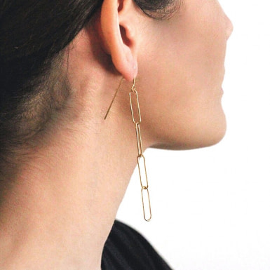 Joobee : Boucles d'oreilles pendantes maille rectangle Hugo de 4 Crosses portées