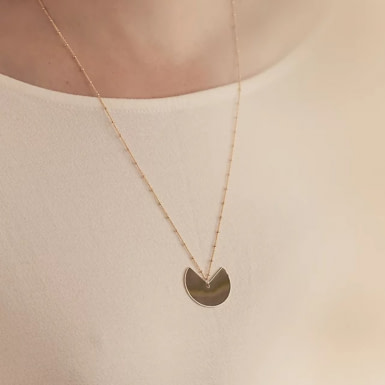 Joobee : collier sautoir Luna de Amoodz porté