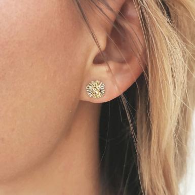 Joobee : Boucles d'oreilles puces fleur Nola de Constance L