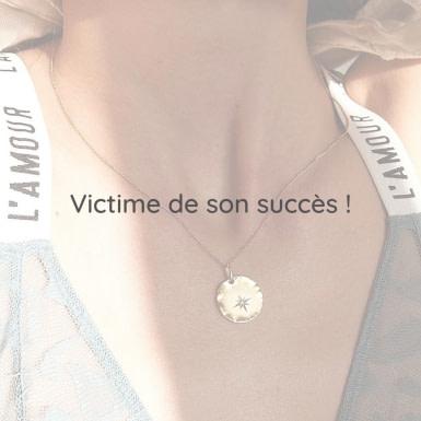 Joobee : collier médaille Etoile de Léone porté