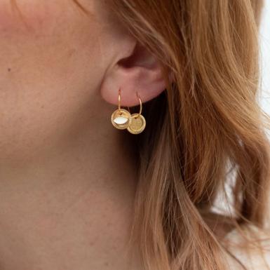 Joobee : Boucles d'oreilles mini créoles asymétriques June de Constance L portées