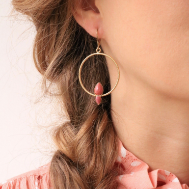 Joobee : bBoucles d'oreilles créoles rhodonite Lili de Aurélie Joliff portées