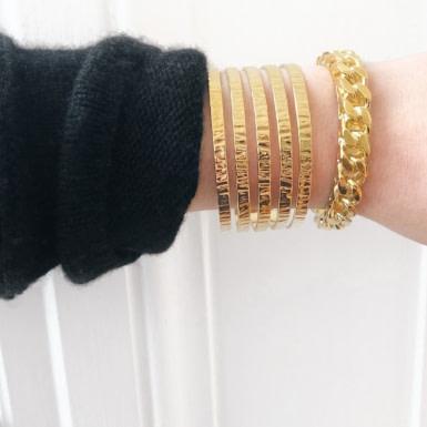 Joobee : bracelet Manchette ciselée de Helles porté