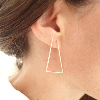 Joobee : Boucles d'oreilles pendantes grands triangles de Sissi 100Fils portées
