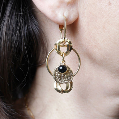 Joobee : Boucles d'oreilles pendantes onyx Madame de Petite Madame portées