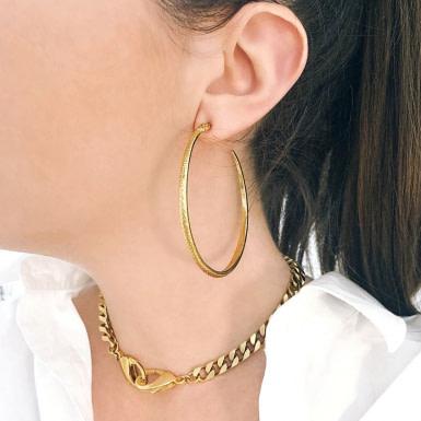 Joobee : boucles d'oreilles Snake de Helles portées