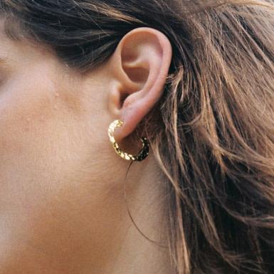 Joobee : boucles d'oreilles Valéria de Elis Paris portées