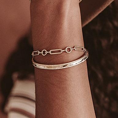 Joobee : bracelet gros maillons or pâle Saturne de Un de Ces Quatre porté