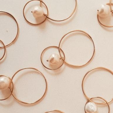 Joobee : Boucles d'oreilles créoles doubles perle Lisbonne par Gisel b.