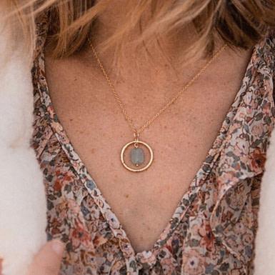 Joobee : collier Rê de Un de Ces Quatre porté