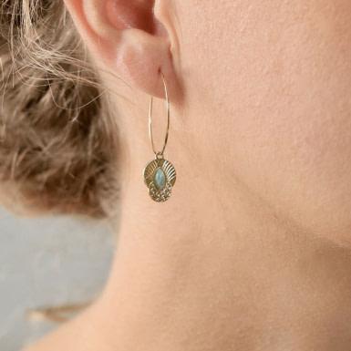 Joobee : Boucles d'oreilles créoles pendentif amazonite Honolulu de Aurélie Joliff portées